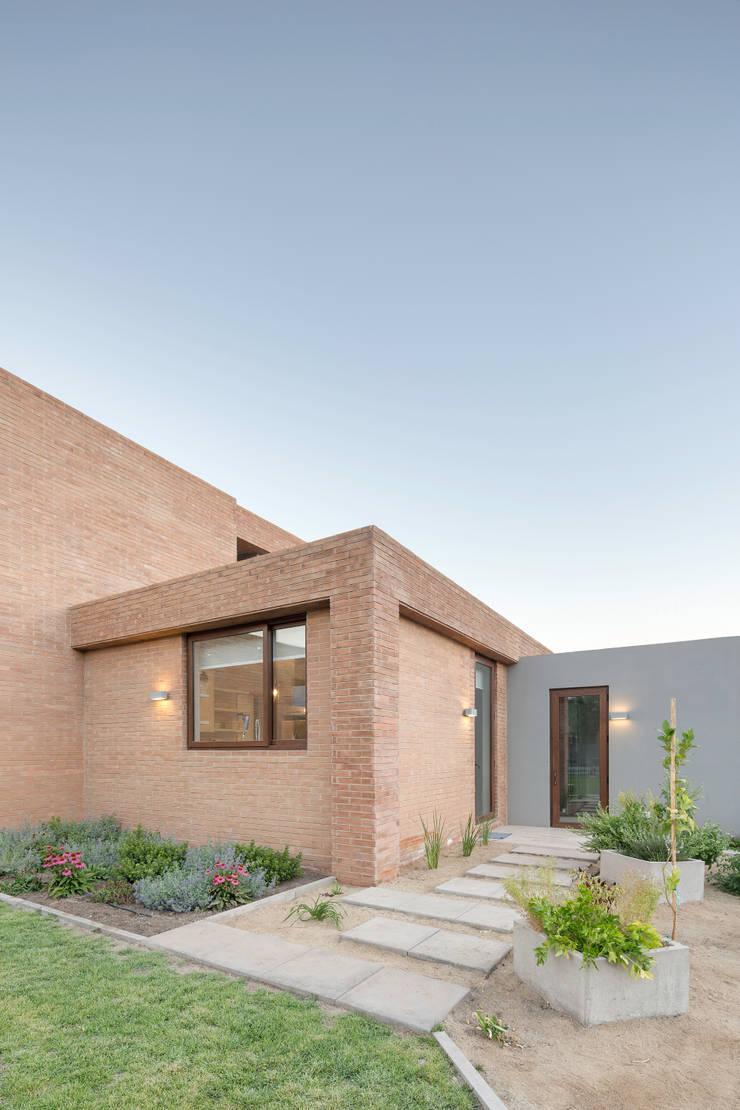 Casa Condominio Altos de Chicureo: Casas de estilo  por Grupo E Arquitectura y construcción