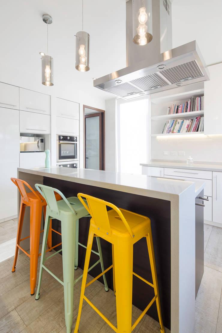 Casa Condominio Altos de Chicureo: Cocinas de estilo  por Grupo E Arquitectura y construcción