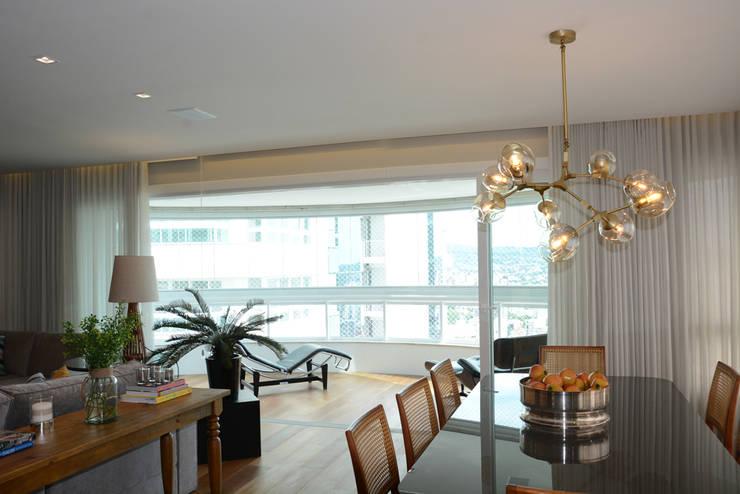 Dining room by Carolina Burin Arquitetura Ltda