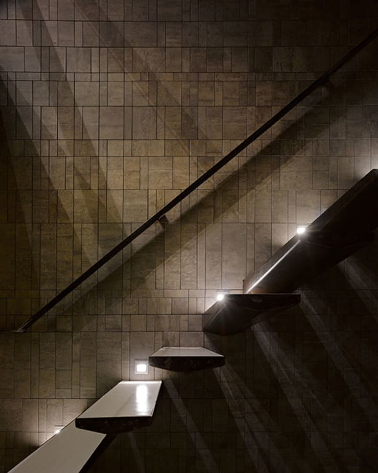 Couloir et hall d'entrée de style  par 沈志忠聯合設計, Industriel