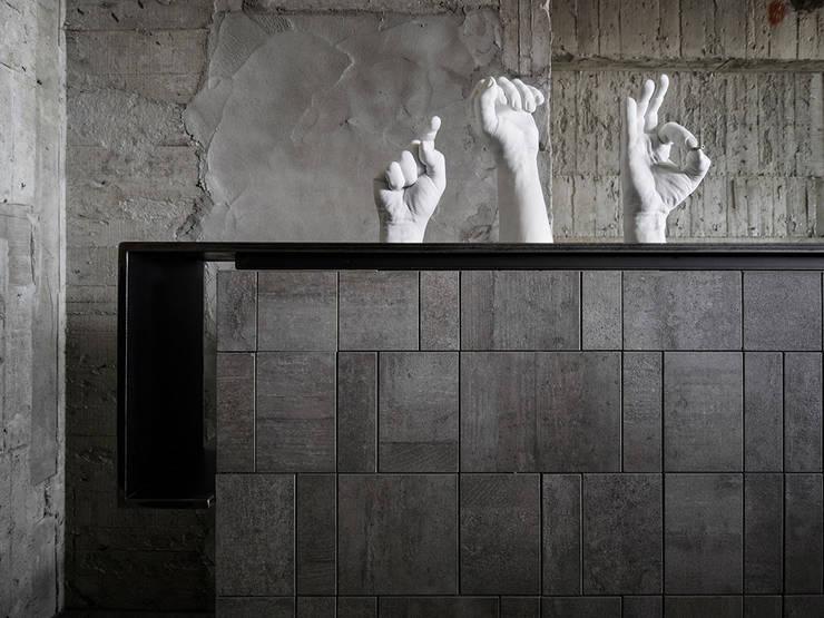 Murs de style  par 沈志忠聯合設計, Industriel
