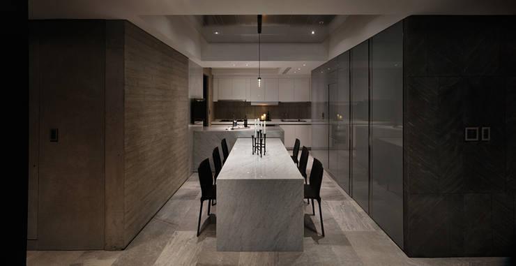 微度空間:  廚房 by 沈志忠聯合設計