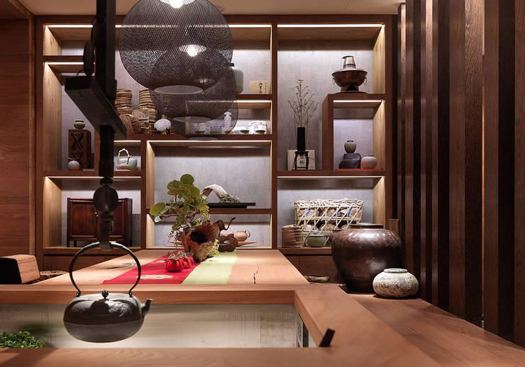 Tea house:  客廳 by 沈志忠聯合設計