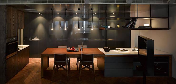 Li Residence:  廚房 by 沈志忠聯合設計