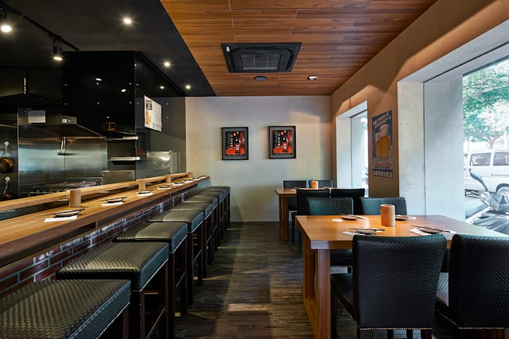 誰說居酒屋一定是又小又擠!!!就是要客人高質感空間的Happy Friday:  餐廳 by 悅集空間規劃設計有限公司