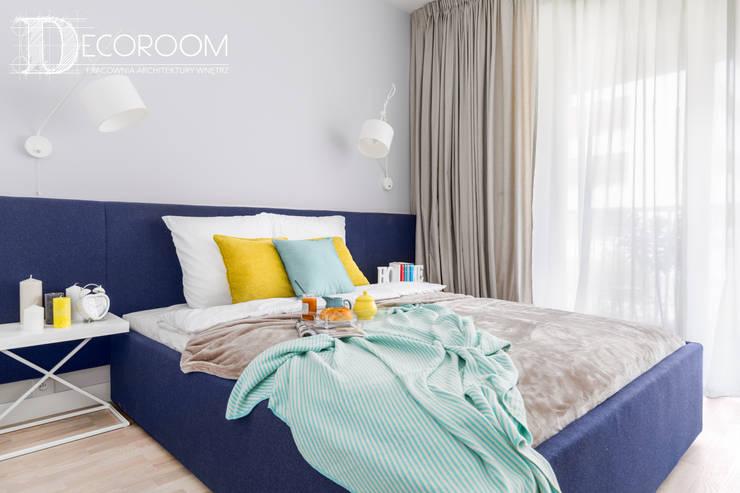 ELEGANCJA I PROSTOTA W JEDNYM: styl , w kategorii Sypialnia zaprojektowany przez Decoroom