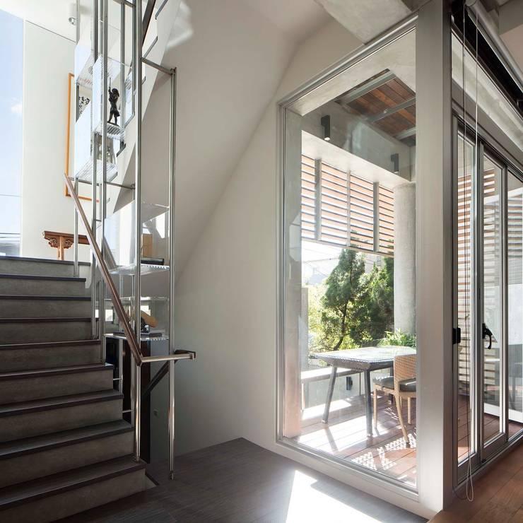 空間轉換:  走廊 & 玄關 by 前置建築 Preposition Architecture