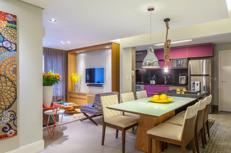Livings de estilo  por Casa 27 Arquitetura e Interiores