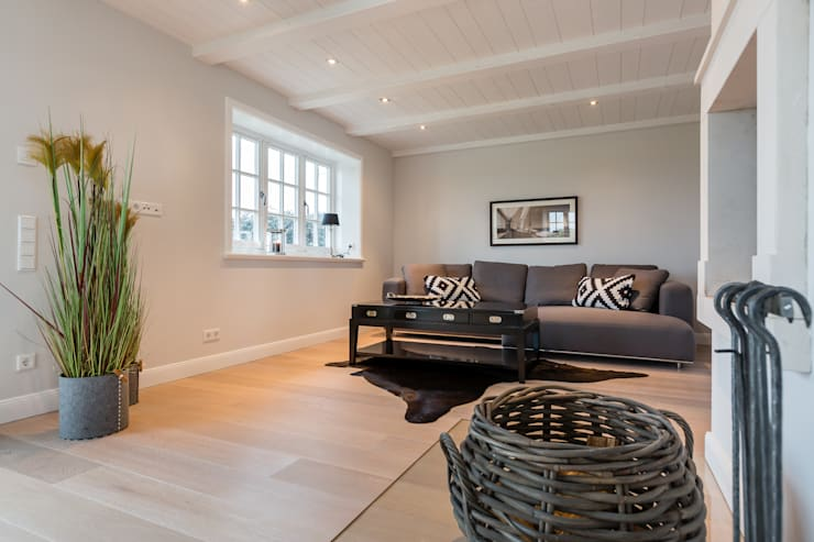 Woonkamer door Home Staging Sylt GmbH