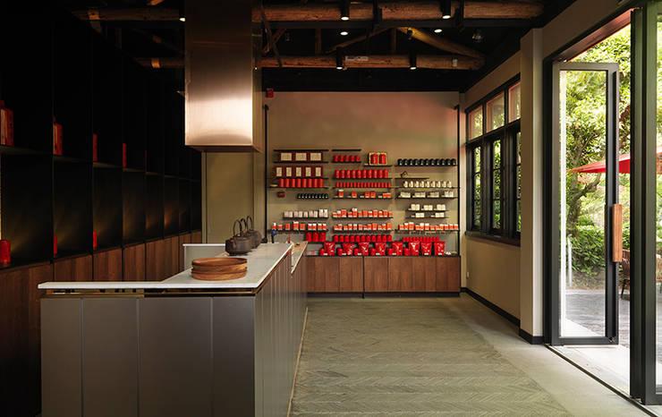 Wang De Chuan Tea Salon:  商業空間 by 沈志忠聯合設計