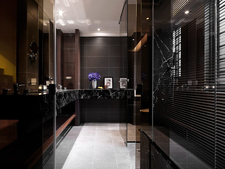 竹風低吟:  浴室 by 白金里居  空間設計