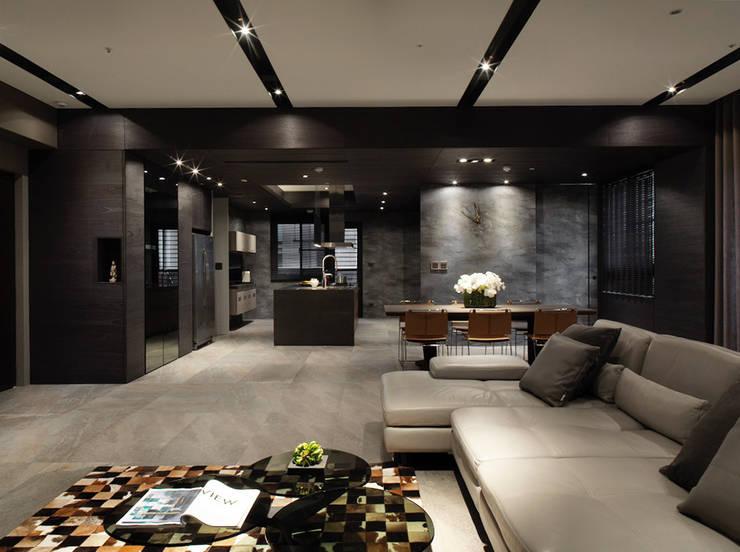 Dining room by 白金里居  空間設計