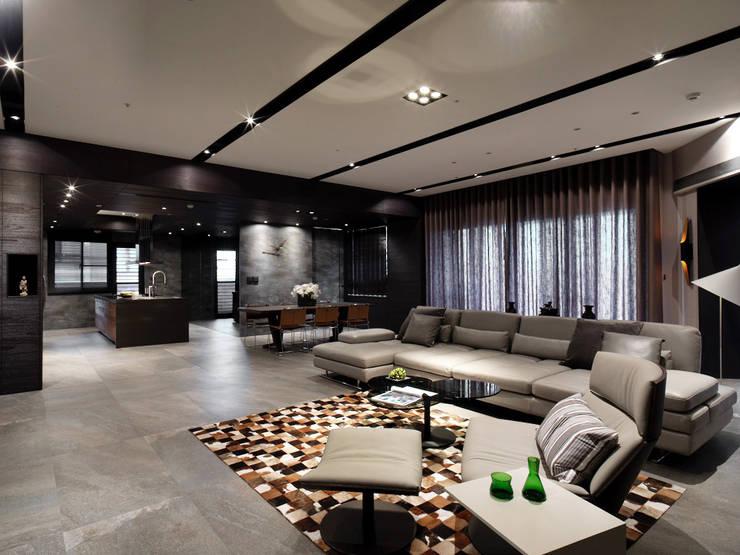 Living room by 白金里居  空間設計