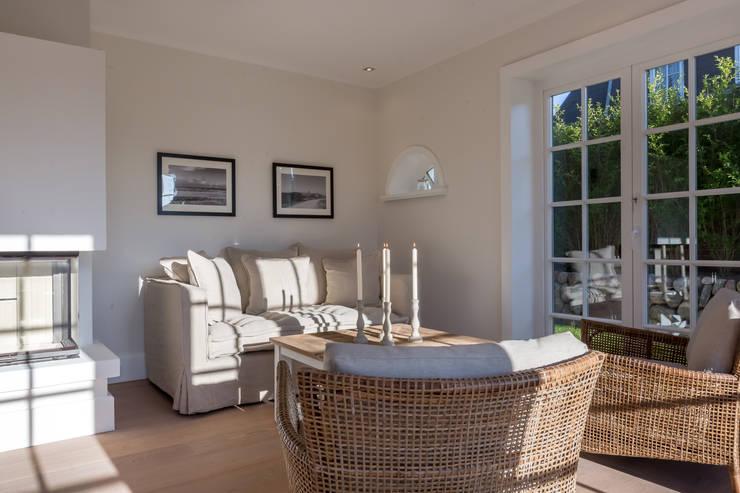 Salas de estilo moderno por Home Staging Sylt GmbH