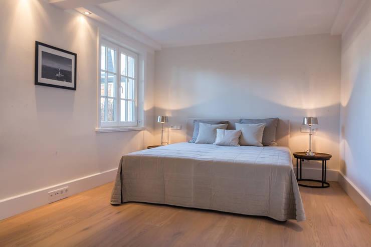 Recámaras de estilo moderno por Home Staging Sylt GmbH