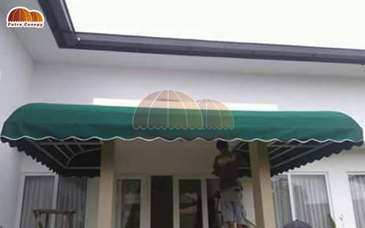 Canopy Kain Sunbrella Teras:  Balconies, verandas & terraces  by Putra Canopy