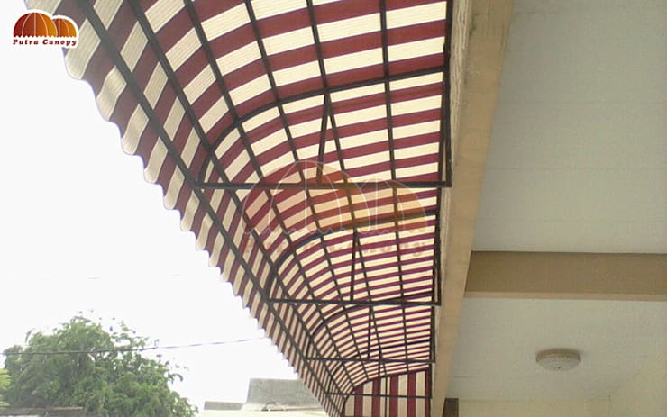 Canopy Kain Sunbrella:  Balconies, verandas & terraces  by Putra Canopy