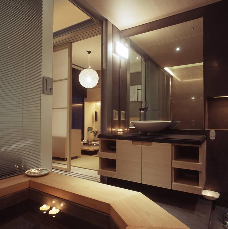住宅(場域 ●界定):  浴室 by 鼎爵室內裝修設計工程有限公司