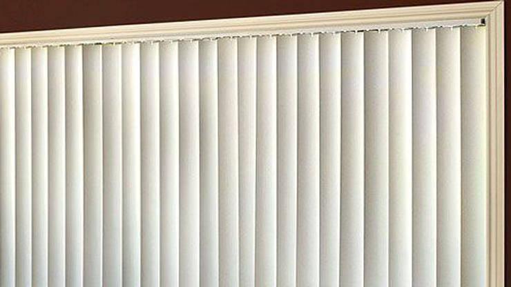Vertical Blind jendela putih:  Windows & doors  by Putra Canopy