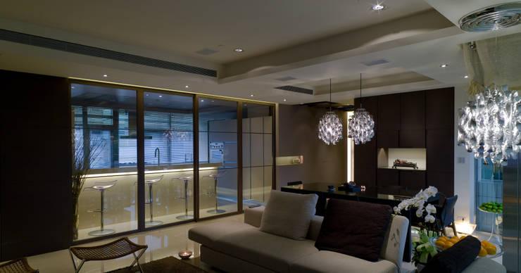 住宅(低調 奢華):  廚房 by 鼎爵室內裝修設計工程有限公司