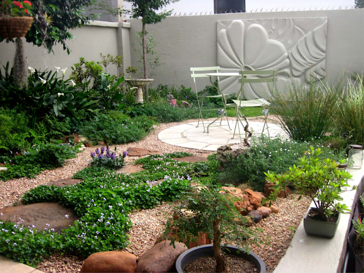 Small Garden sace:  Garden by Young Landscape Design Studio