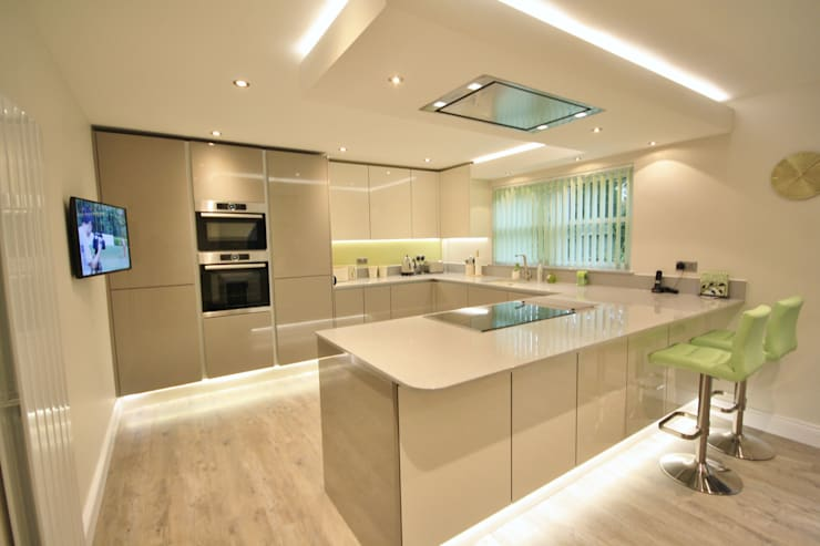 Modern gloss Ivory and Stone Grey kitchen design Cocinas de estilo moderno de Kitchencraft Moderno
