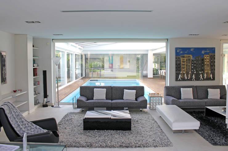 Livings de estilo  por Aguilar Arquitectos