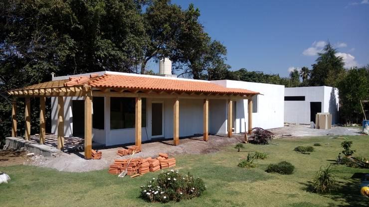 Casas de estilo  por taller garcia arquitectura integral