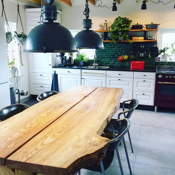 Cocinas de estilo industrial por Designtegels