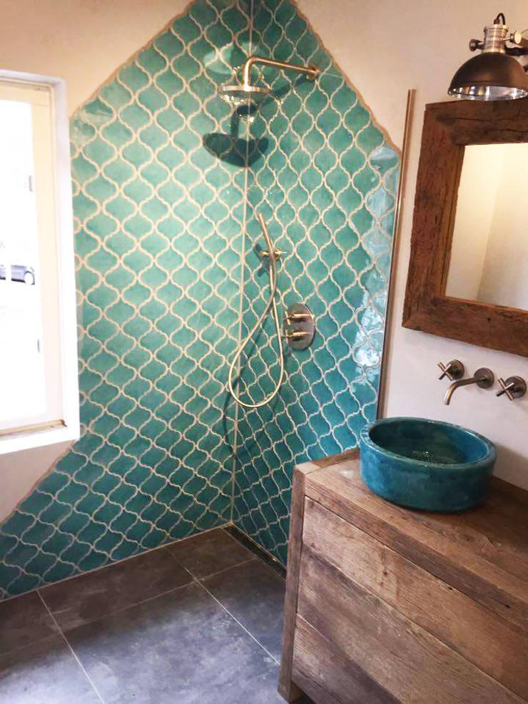 Badkamer op zijn mediteraans:  Badkamer door Designtegels