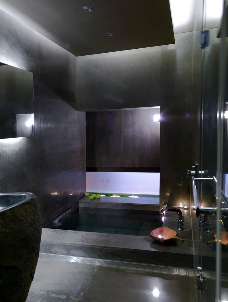 住宅(漫步雲間):  浴室 by 鼎爵室內裝修設計工程有限公司