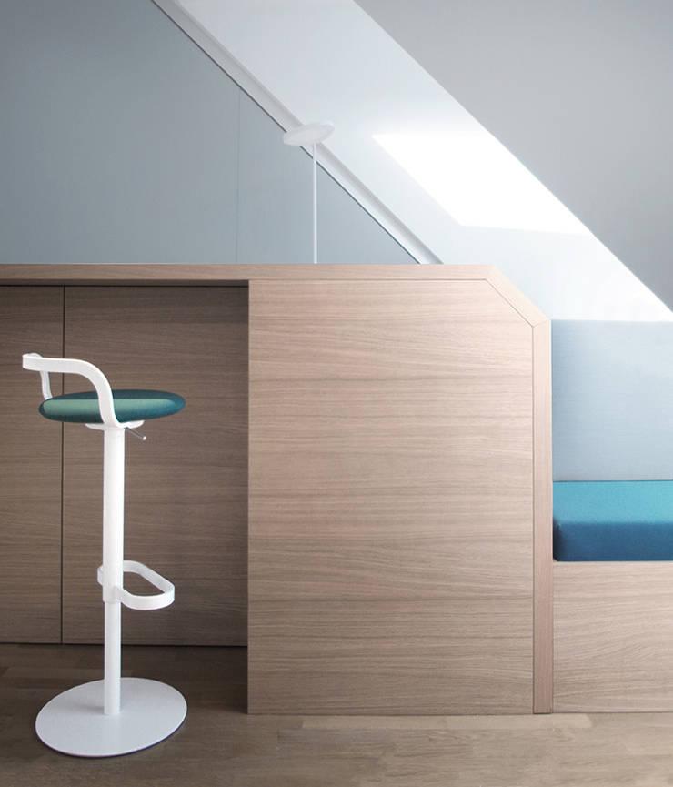 Lounge Corner by INpuls Minimalist Wood Wood effect