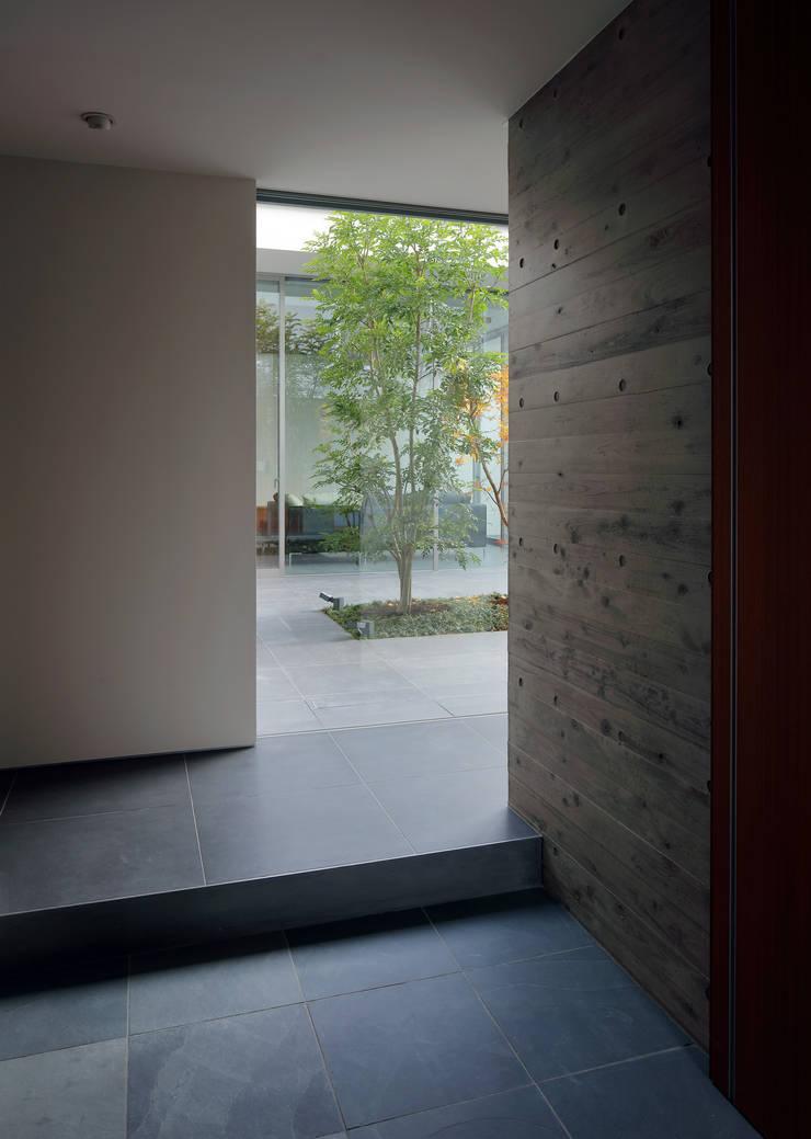 KaleidoscopeⅥ: 澤村昌彦建築設計事務所が手掛けた廊下 & 玄関です。