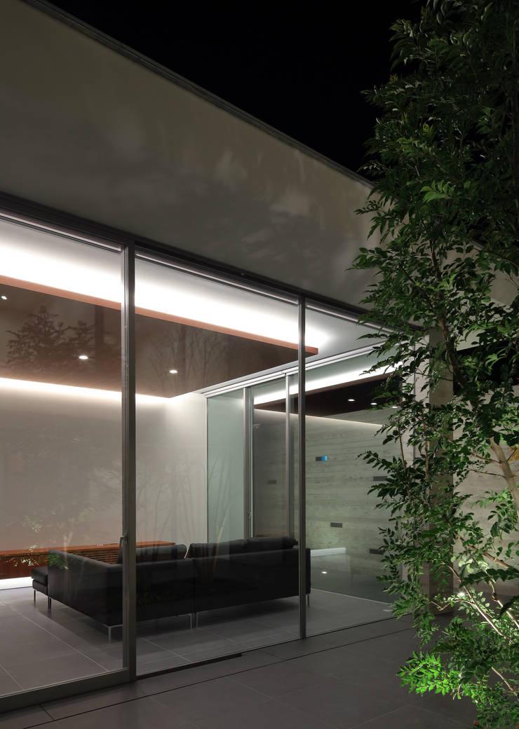 KaleidoscopeⅥ: 澤村昌彦建築設計事務所が手掛けたリビングです。
