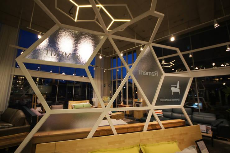 파주 출판단지 RAMERIT 가구카페: 디자인마또의  상업 공간,