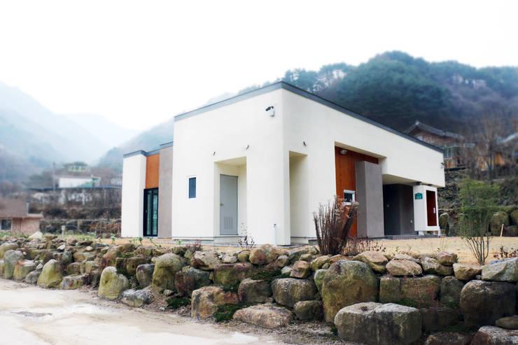 modern Houses by (주)에너집