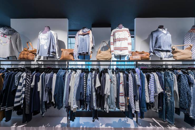 Outfits in Szene gesetzt Industriale Ladenflächen von hysenbergh GmbH | Raumkonzepte Duesseldorf Industrial