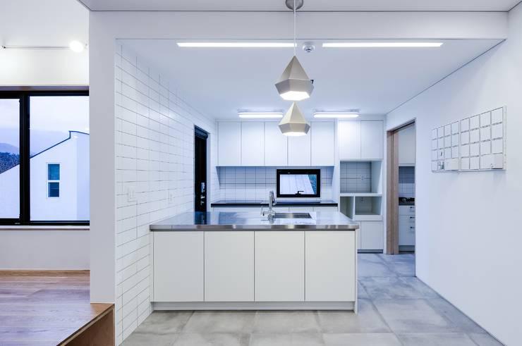 위풍당당: (주)건축사사무소 코비의  주방