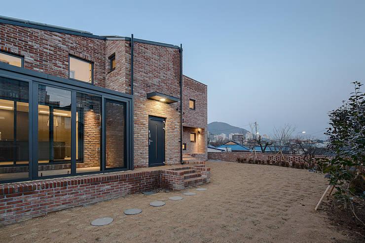 Rumah by (주)건축사사무소 코비