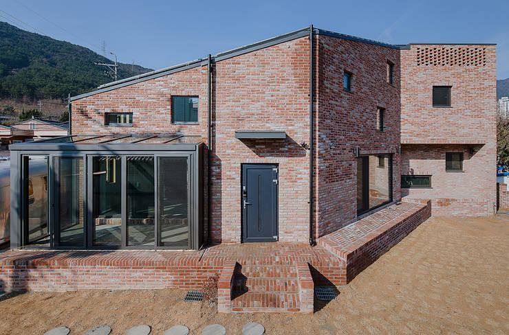 양산주택- 고래의꿈 : (주)건축사사무소 코비의  주택