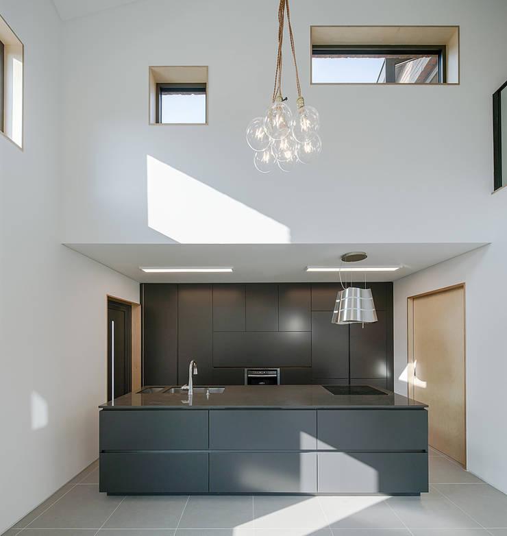 양산주택- 고래의꿈 : (주)건축사사무소 코비의  거실