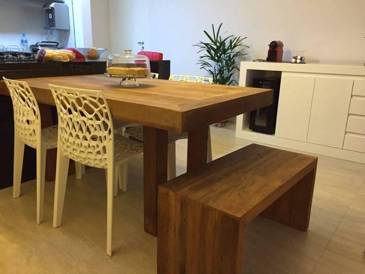 Mesa de Madeira: Salas de jantar modernas por Époka Móveis Eireli ME.