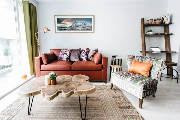 غرفة المعيشة تنفيذ Katie Malik Interiors