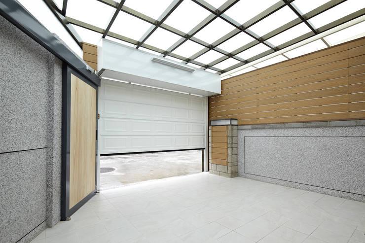 Garage/schuur door 映荷空間設計