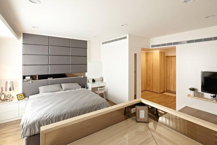 2F主臥室:  臥室 by 映荷空間設計