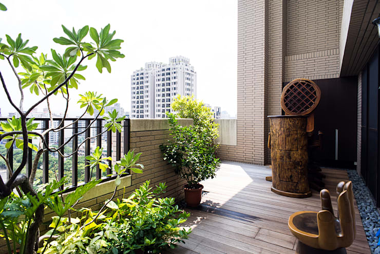 陽台:  泳池 by 世家新室內裝修公司
