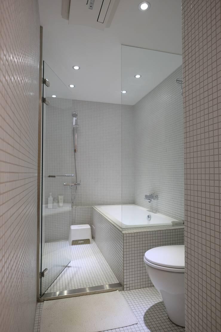 苓雅L邸:  浴室 by RND Inc.