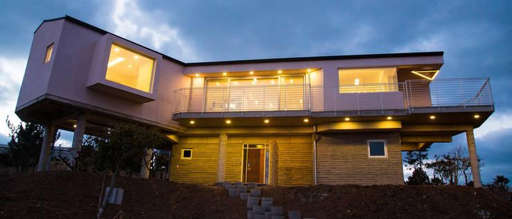 제주 청수리 주택: 더 이레츠 건축가 그룹의  주택