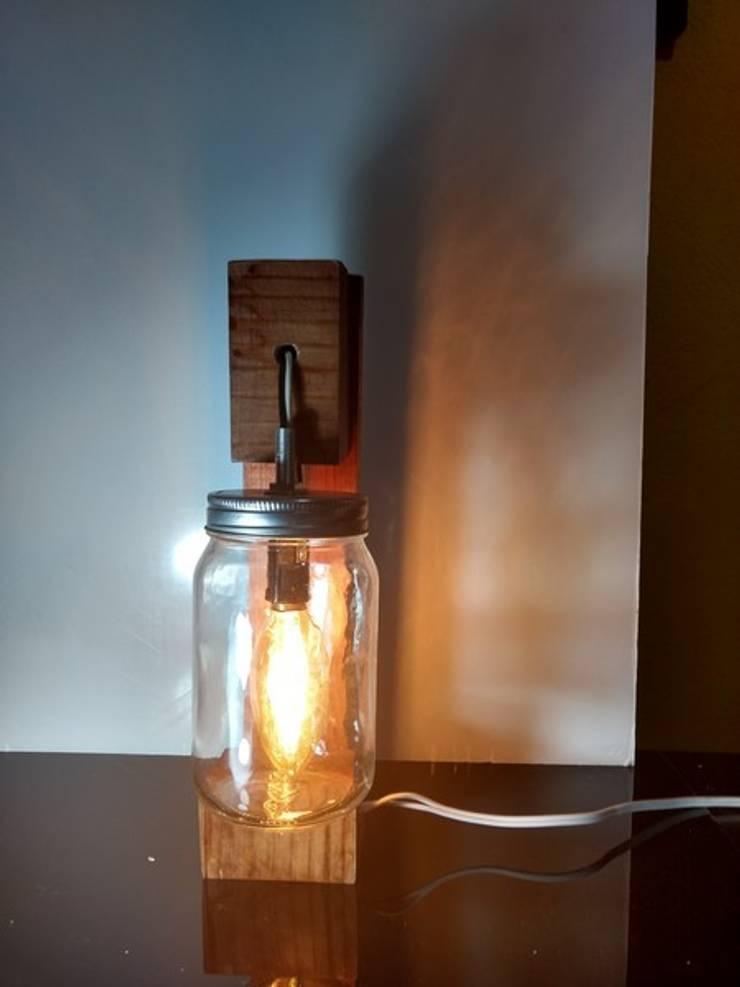 Lámpara vintage con frasco:  de estilo  por Iluxion, Moderno