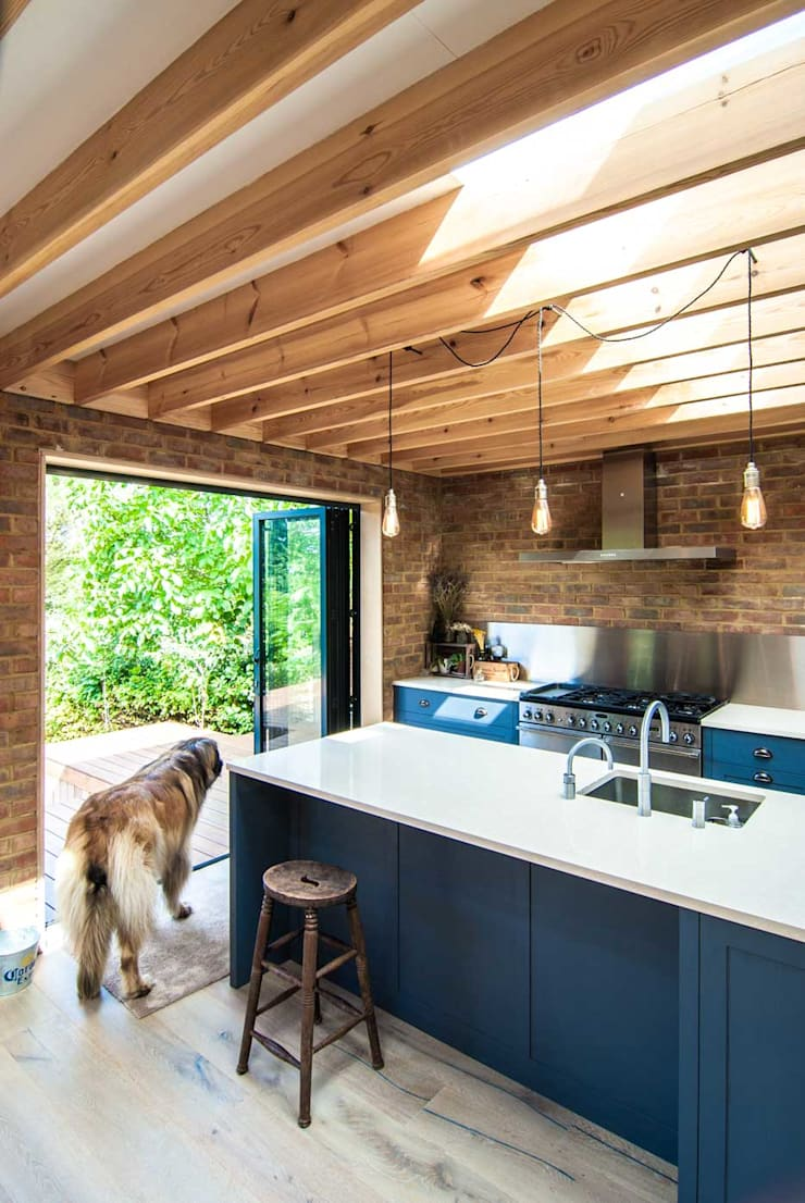 Epsom Modern kitchen by Bradley Van Der Straeten Architects Modern